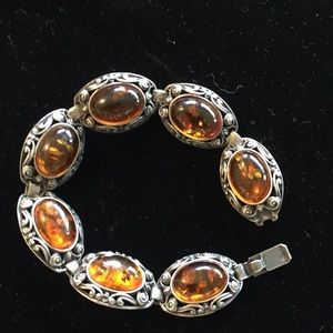 Bracelet. Sterling silver and Amber